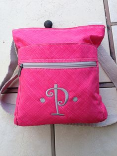 Thirty-One's Organizing Shoulder Bag in Coral Cross pop with Platinum embroidery! This looks AWESOME!!   #ThirtyOne #ThirtyOneGifts #31