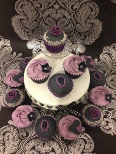 Goth Cake, cupcakes & co Victorian Gothic Chic Cupcakes Brand name clothing online deals Brand name Gothic Chic, Gothic Baby, Victorian Gothic Wedding, Victorian Cupcakes, Goth Cakes, Steampunk Wedding, Wedding Cupcakes, Gothic Fashion, Women's Fashion