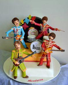 The Beatles cake By Marzia Caruso Cake Desig Beatles Cake, Beatles Party, Les Beatles, Beatles Birthday, Beatles Poster, Beatles Guitar, 70th Birthday, Birthday Ideas, Festa Yellow Submarine