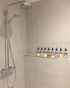 """@2018nybygger on Instagram: """"Lykken er pæne shampooflasker 🤪 Tak for inspirationen @nybygger_nr29 👌🏻 #nybyg #nybygger #nybyggeri #huscompagniet #hus #nythus…"""" Track Lighting, Ceiling Lights, Bathroom, Interior, Future, Home Decor, Instagram, Beauty, Bath Room"""