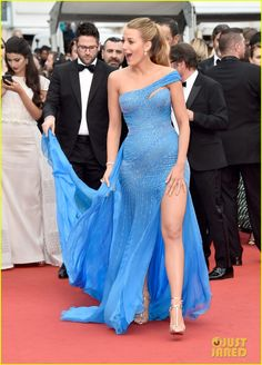 Pregnant Blake Lively Puts Baby Bump On Display at 'BFG' Cannes Premiere!