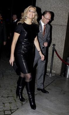 <3 this. Dutch queen Maxima in an all leather outfit.