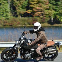 The Bell Moto 3 Motorcycle Helmet Yamaha Fz, Ducati Scrambler, Motorcycle Helmet Design, Motorcycle Outfit, Bell Moto 3, Bad Boy Style, Triumph Bikes, Bmw Cafe Racer, Bike Wear