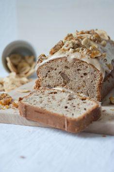 Bananen-Walnuss-Kuchen mit Frischkäse-Frosting und Knuspernüssen {Banana Walnut Cake with Cheesecake Frosting and crunchy Nuts}