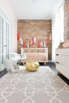 babyzimmer dekoration weißes babybett möbel lampe weiß rosa deko ... | {Babyzimmer dekoration 48}