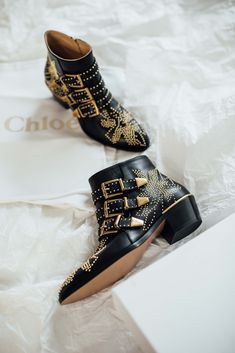 There are shoes, and then there are shoes. Every girl who has a thing for shoes will know what I mean. To me, the Chloé Susanna boots are a dream come true. Susanna Boots, Gold Boots, Black Boots, Gold Fashion, Fashion Shoes, Chloe Fashion, Fashion Details, Chloe Boots, Totes