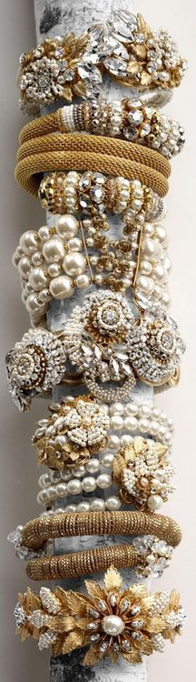Pearls and Gold - more → http://fashiononlinepictures.blogspot.com/2012/05/pearls-and-gold.html