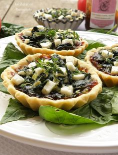 Vkusnoteka: Tartalettes prepared with fresh, fresh, organic spinach, onion jam and homemade goat cheese