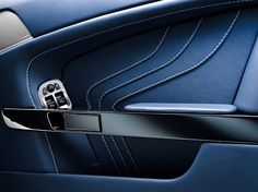Aston Martin V8 Vantage - Detail storage