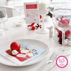 Weihnachtsdekoration 2016 - Unser Weihnachtstisch zu Weihnachten mit der ganzen Familie <3 einfach harmonisch #weihnachtsdeko #tischdekoration #weihnachten2016 #familie #feiern #weihnachtskugeln #rot #weihnachtmann