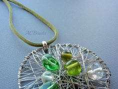 Wire Pendant // Medalhão em arame - versão verde  #ACBEADS