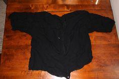 Ohut ryppypintainen lyhyt napitettava paita/takki esim. mekon alla pidettäväksi. Intialainen, vähän sarin alla pidettävän paidan tapainen.