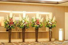 就任祝賀会 会場入口のスタンド花 ススキを入れ季節感たっぷり