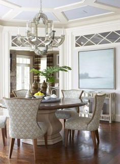 Traditional Dining Room Design, Pictures, Remodel, Decor and Ideas - page 5 Beautiful Dining Rooms, Beautiful Homes, Round Dining Table, Small Dining, House And Home Magazine, Dining Room Design, Interiores Design, Decor Interior Design, Hall Interior