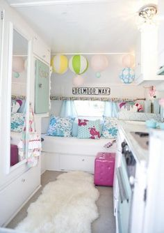 Une caravane transformée en boudoir girly