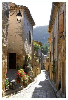 Most beautiful villages in France: Saint-Guilhem-le-Désert Cool Places To Visit, Places To Travel, Places To Go, South Of France, Paris France, Beautiful Streets, Beautiful Places, Provence, Venice