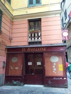 Charming little restaurant in Genoa Old Town from www.atthepinkhouse.tumblr.com