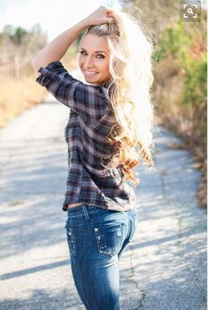 (Fitness Model Amanda Adams Cat and Zach Photography) Jeans country blonde h Fall Senior Pictures, Senior Photos Girls, Senior Picture Outfits, Senior Girls, Senior Portrait Poses, Senior Girl Poses, Senior Posing, Senior Session, Senior Girl Photography