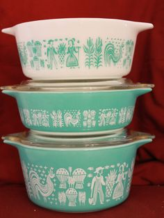 Why don't they make these anymore?! Pyrex Vintage, Vintage Cottage, Vintage Kitchen, Vintage Tins, Retro Glassware, Vintage Housewares, Retro Kitchen Decor, Vintage Dinnerware, Vintage Dishware