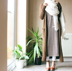 Hijab Fashion 2016/2017: camel ribbed cardigan  oatmeal long maxi shirt  skinny jeans  white scarf  heels