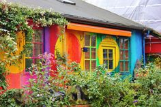 Brightly painted houses in Freetown Christiania, Copenhagen, Denmark and City views of Copenhagen. Christiania Copenhagen, Pacific Homes, French Style Homes, European Home Decor, Cities In Europe, Copenhagen Denmark, Beautiful Living Rooms, Design Your Home, South Pacific