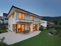 Zuhause ist es doch am schönsten - Haus Rabe - Abendstimmung, Außenaufnahme - Fertighaus - Stadtvilla - dawn - romantic