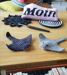 Rochen rock - crochet pattern for the fluffy sea creature - dreivo . Knitting Patterns Boys, Baby Patterns, Crochet Patterns, Crochet Diy, Crochet Amigurumi, Crochet Squares, Crochet For Beginners, Crochet Projects, Textiles