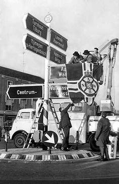 1961, 1ste verlichte A.N.W.B. Bord..... toen de TomTom nog lichtjaren ver eeg was