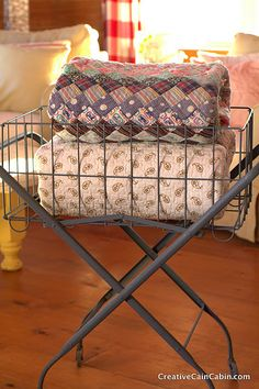 quilts in an antique laundry cart Karen- this is what I have Bushel Baskets, Wire Baskets, Quilt Ladder, Quilt Display, Laundry Cart, Laundry Room, Eclectic Decor, Country Decor, Furniture Decor