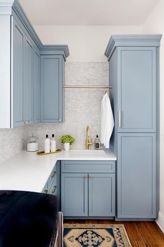 Blue cabinets + white countertops with gold and blue accent rug | Stephanie Gamble Interiors