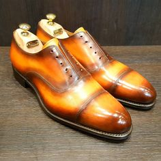 """La terre est bleue comme une orange"" . . . . #shoes #paris #brussels #shoeshine #style #gentleman #patina #cute #beautiful #welldressed #elegant #dapper #dandy #suited #bespoke #leather #leathercare #shoecare #menshoes #handmade #green #oxfords"
