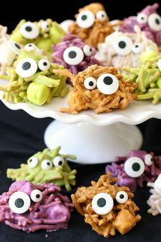 Haunted Haystacks: Theres nothing scary about these crazy critters. Trick-or-treaters will love this snack! Click through to try some more quick and easy recipes for cute Halloween snacks. Halloween Snacks For Kids, Fete Halloween, Easy Halloween, Halloween Games, Halloween 2016, Preschool Halloween, Halloween Dinner, Halloween Desserts, Halloween Activities