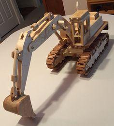 Excavadora modelo hecho de madera de todos. por Woodpensforfriends