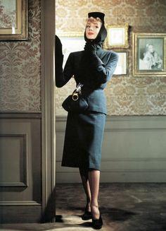 Nettie Rosenstein Suit - Photo By Louise Dahl-Wolfe For Harper's Bazaar - 1941  http://www.le-site-de.com