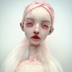 Beautiful Bizarre is carefully curated contemporary art magazine, focusing on emerging & mid-career visual artists & artisan fashion/wearable art designers. Creepy Art, Creepy Dolls, Ooak Dolls, Art Dolls, Art Sinistre, Arte Banksy, Gothic Dolls, Arte Horror, Foto Art