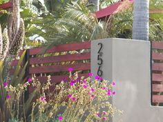this flows better with the modern lines of our home. Also love the house numbers.find these somewhere Diy Fence, Fence Gate, Fences, Modern Landscape Design, Modern Landscaping, Yard Privacy, Fence Screening, Grades, Steel Fence