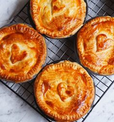 Beef and mushroom pie - The BEST collection of recipes to make in your Pie Maker! – Beef and mushroom pie Mini Pie Recipes, Pastry Recipes, Baking Recipes, Sunbeam Pie Maker, Breville Pie Maker, Aussie Pie, Steak And Mushroom Pie, Savory Pastry, Savoury Pies