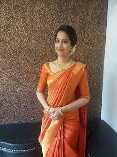 Indian looks wedding Indian Dresses, Indian Outfits, Engagement Saree, Bridal Silk Saree, Saree Wedding, Wedding Dresses, Simple Sarees, South Indian Bride, South Indian Sarees