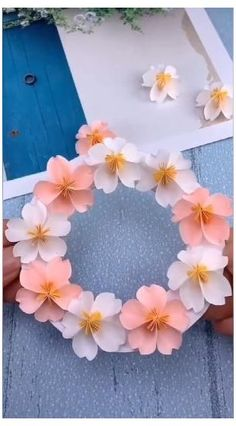 Cool Paper Crafts, Paper Flowers Craft, Paper Crafts Origami, Flower Crafts, Diy Flowers, Flower Diy, Flower Paper, Pretty Flowers, Diy Crafts Hacks