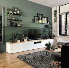 Woonkamer-met-witte-tvkast-en-groene-muur Living room with white TV cabinet and green wall Living Room Green, Living Room Tv, Home And Living, Apartment Living, Living Room Wall Colors, Tv Wall Ideas Living Room, Living Room Accent Wall, Wall Cabinets Living Room, Living Room Plants Decor