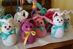 Cute sock bunnies and how to make them with kids' socks, beans and rubber bands.