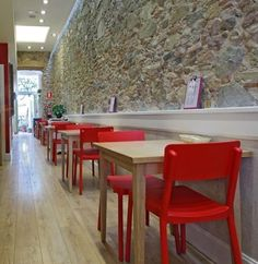 Galiane, meubles et mobilier design : chaises, fauteuils, tabourets de bar, tables  http://www.mobilier-hotel-bar-restaurant.com/chaise-de-terrasse-pour-bar-restaurant-lisboa-p672.html