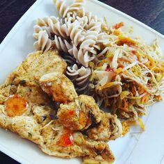 #jest #i #obiad #makaron #brązowy #pierś #z #kurczaka #kiełkisoi #marchewka #kapusta #por #oraz #sosiwo #taotao #było #troszkę #ostro  #ale #pysznie #czas #na #kawkę ☕