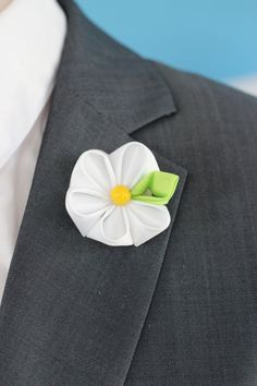 Daisy flower lapel pin Mens lapel flower Boutonniere by Nevestica