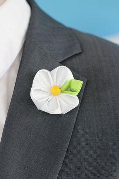 Daisy flower lapel pin Mens lapel flower Boutonniere by Nevestica