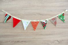 With endless color choices, Christmas fabric buntings are an excellent way to add color and texture to a room, the easy and quick way. Here's how to make a fabric bunting.