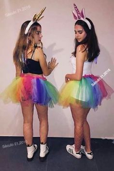 Halloween is best enjoyed with BFFs. Therefore, check out some of the best Halloween costumes for BFFs and make your Halloween something you can remember. Halloween Costumes For Bffs, Best Friend Halloween Costumes, Unicorn Halloween Costume, Costumes For Teens, Cute Costumes, Group Costumes, Bff Costume Ideas, Zombie Costumes, Halloween Couples
