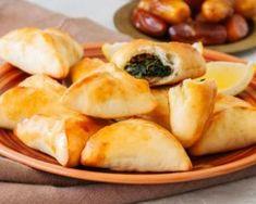 Recette de Fatayers libanais Fatayer, Beignets, Spanakopita, Pretzel Bites, Food And Drink, Peach, Bread, Cheese, Snacks