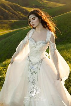 I love the way the Hyrule Gown's chiffon flutters in the wind 🌬 ・・・ Hyrule Gown/photo by 🍃🌱 Model/edi Renaissance Wedding Dresses, Viking Wedding Dress, Celtic Wedding, Bridal Gowns, Wedding Gowns, Fantasy Wedding Dresses, Fantasy Gowns, Gown Photos, Medieval Dress