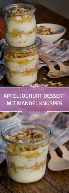 Apfel-Joghurt-Schichtdessert im Glas mit Mandelkrokant